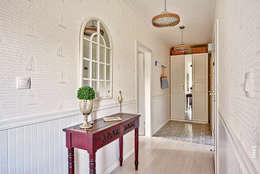 Apartament Błonia Hamptons: styl , w kategorii Korytarz, przedpokój zaprojektowany przez DreamHouse.info.pl