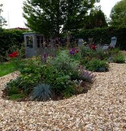 Jardines de estilo moderno por Cornus Garden Design
