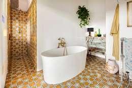 modern Bathroom by MOSAIC DEL SUR