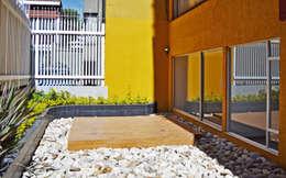 APARTAMENTO 62: Jardines de estilo ecléctico por santiago dussan architecture & Interior design