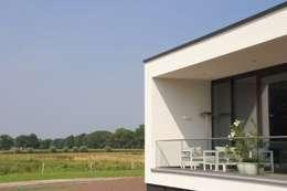Prachtige villa op bijzonder landgoed in De Achterhoek:  Terras door ARX architecten