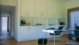 Prachtige villa op bijzonder landgoed in De Achterhoek: moderne Studeerkamer/kantoor door ARX architecten