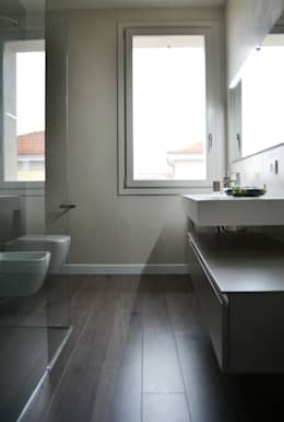 Baños de estilo moderno por LTAB/LAB STUDIO