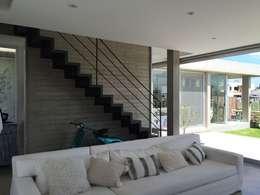 Casa Q: Livings de estilo moderno por Felipe Gonzalez Arzac