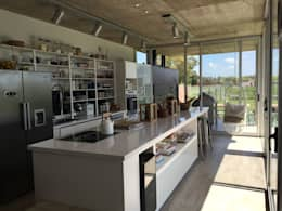 Casa Q: Cocinas de estilo moderno por Felipe Gonzalez Arzac