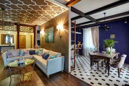 вид на зону гостиной/1 этаж: Гостиная в . Автор – Yucubedesign