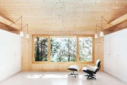 ห้องนั่งเล่น by dom arquitectura