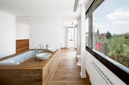 Baños de estilo moderno por Alex Gasca, architects.