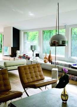 Colección Clásico-Moderno: Livings de estilo moderno por BROWN ST