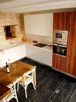 Cocinas de estilo  por cota-zero, tenica y construcción integrada, s.l.