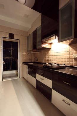 Harish Bhai: modern Kitchen by PSQUAREDESIGNS