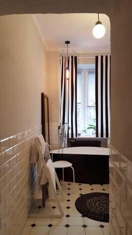 Klimatyczne mieszkanie w starej kamienicy: styl , w kategorii Łazienka zaprojektowany przez project art