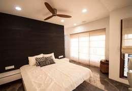 Anmi Residence: modern Bedroom by andblack design studio