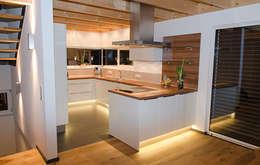 Cocinas de estilo moderno por Hauptvogel & Schütt Planungsgruppe