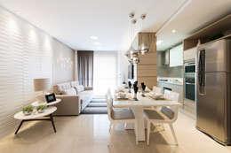 Salas de estilo moderno por TRÍADE ARQUITETURA