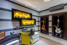 Oficinas de estilo moderno por Arquiteto Aquiles Nícolas Kílaris