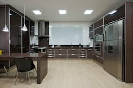 Projekty,  Kuchnia zaprojektowane przez Livia Martins Arquitetura e Interiores