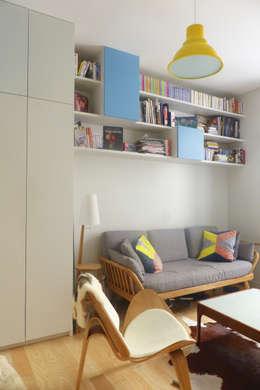 François - Appartement de 35 m2 optimisé: Salon de style de style Moderne par Batiik Studio