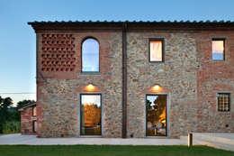 Casas de estilo rústico por MIDE architetti