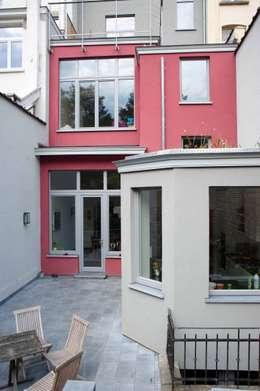 DeRadigues: Maisons de style de style Moderne par Modelmo ScPRL