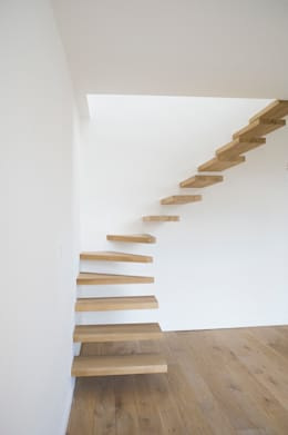 Langlois Lorris: Couloir et hall d'entrée de style  par Modelmo ScPRL