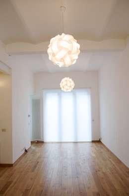 Avramovic Sion: Salon de style de style Moderne par Modelmo ScPRL