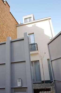 Avramovic Sion: Maisons de style de style Moderne par Modelmo ScPRL
