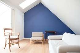 DeRadigues: Salon de style de style Moderne par Modelmo ScPRL