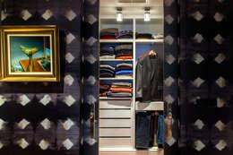 Closets de estilo moderno por Belén Sueiro