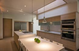 ROMERO DE LA MORA : modern tarz Yemek Odası
