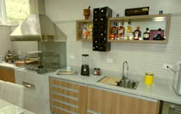 Churrasqueira e Bancada: Cozinhas modernas por Américo Parlato - Arquitetura
