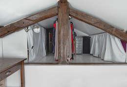 Croisle Architecture: modern tarz Giyinme Odası