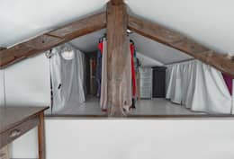 Ruang Ganti by Croisle Architecture
