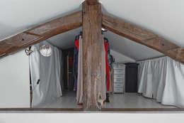 28m2: Dressing de style de style Moderne par Croisle Architecture