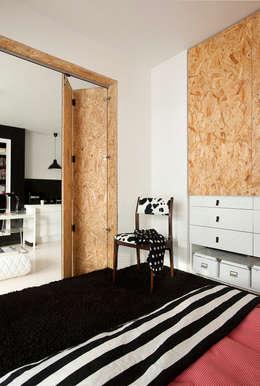 Camera da letto in stile in stile Moderno di Sic! Zuzanna Dziurawiec