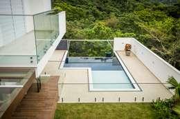 classic Pool by Roma Arquitetura
