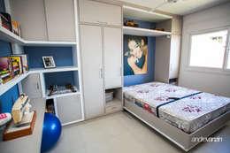 Dormitorios de estilo moderno por Roma Arquitetura