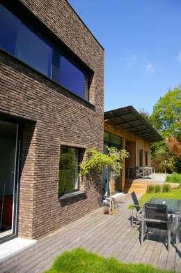Maison P: Maisons de style de style Moderne par ARTERRA