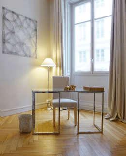 Un bureau élégant et contemporain: Bureau de style de style Moderne par Skéa Designer