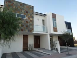 Casas DVL: Casas de estilo moderno por CONSTRUCTORA ARQOCE