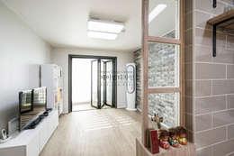 영통 매탄동 동남아파트 22평인테리어: JMdesign 의  거실