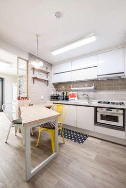industrial Dining room by JMdesign
