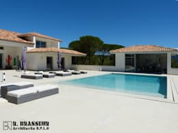 villa varoise: Piscine de style de style Méditerranéen par Brasseur
