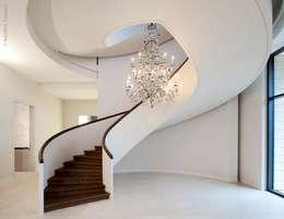 Projekty,  Korytarz, przedpokój zaprojektowane przez Nautilus Treppen GmbH&Co.KG