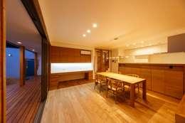 haus-slou: 一級建築士事務所hausが手掛けたダイニングです。