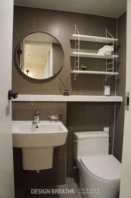 modern Bathroom by 디자인브리드