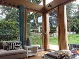 modern Living room by Namas