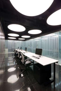 Oficinas Corporativas Abanto Capital: Oficinas de estilo moderno por Tragaluz Estudio de Arquitectura