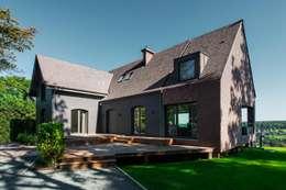 Transformation de la villa E: Maisons de style de style Moderne par BURO5 - architectes & associés