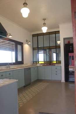 Casa en Club de Chacras La Ranita: Cocinas de estilo clásico por Diego Porto Arquitecto